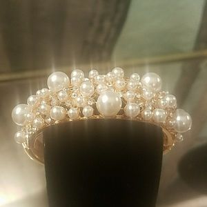 🎁🎁NWB Clustered Faux pearl bangle cuff in Rose